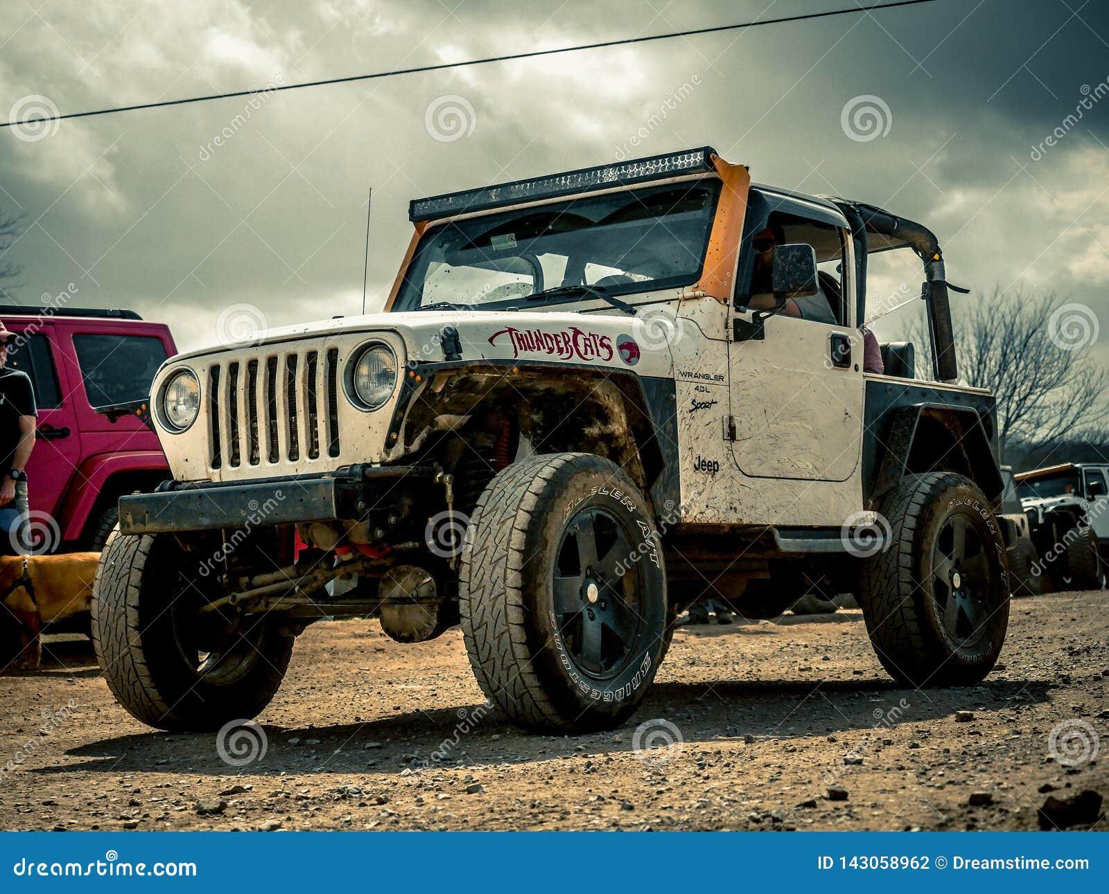 Jeep Rock Crawling alaranjado