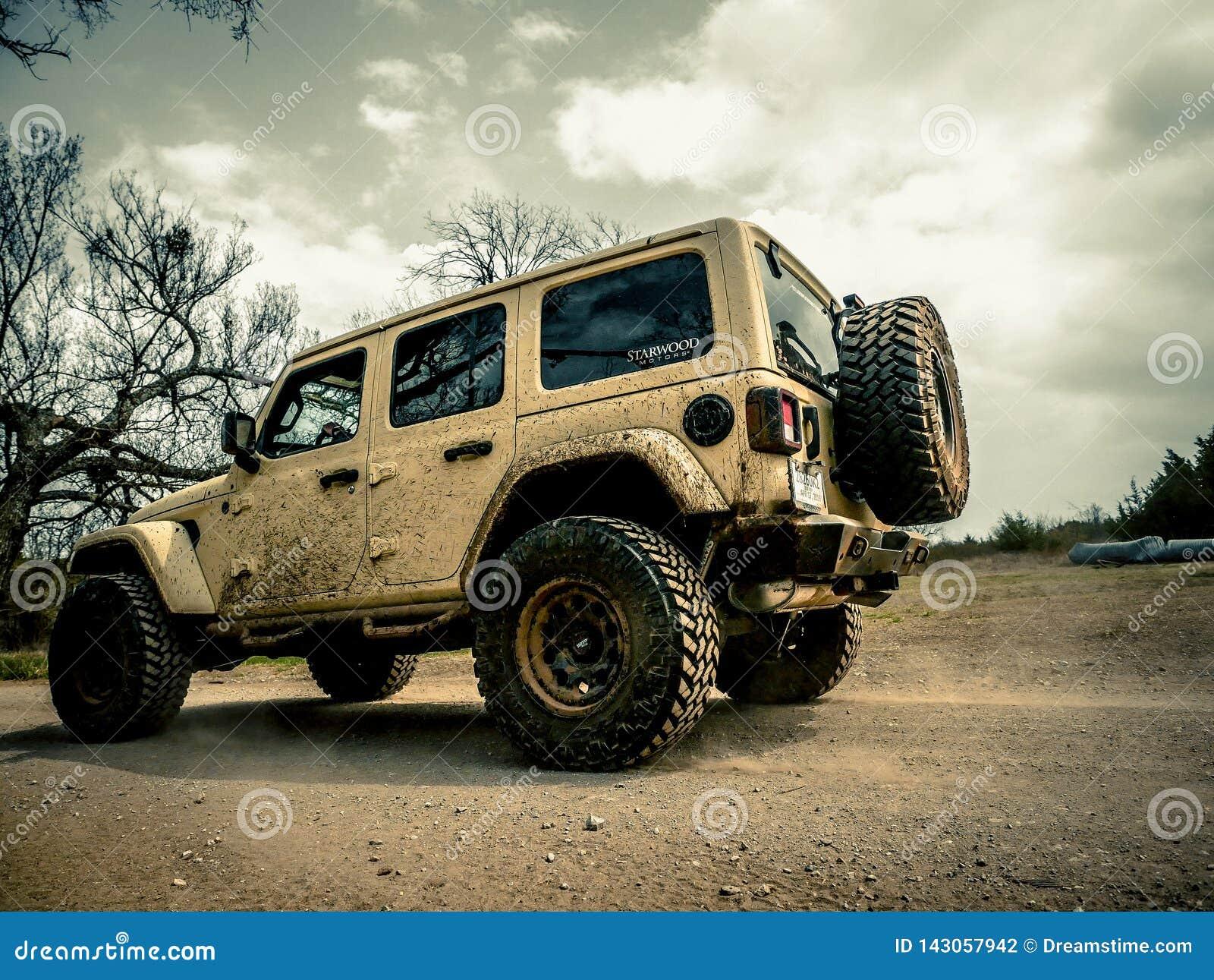 Jeep Rock Crawling anaranjado