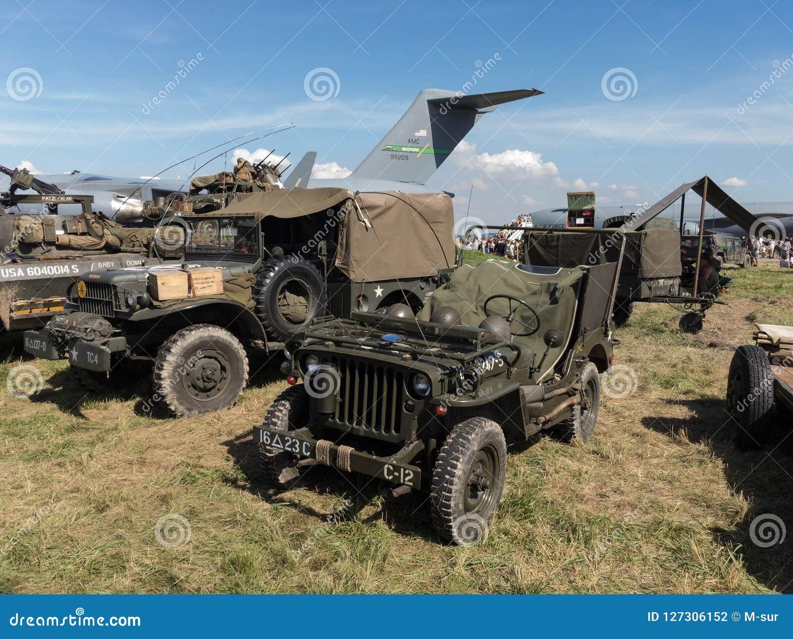 Jeep Willys MB och andra historiska militärfordon