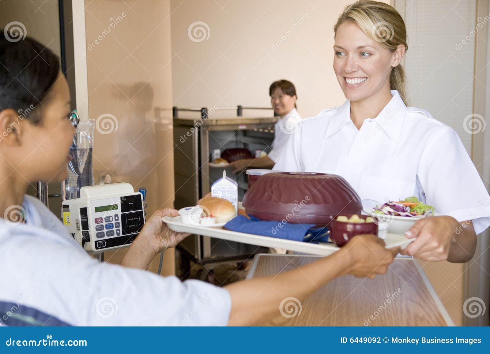 Jego łóżko pacjenta posiłek pielęgniarki część