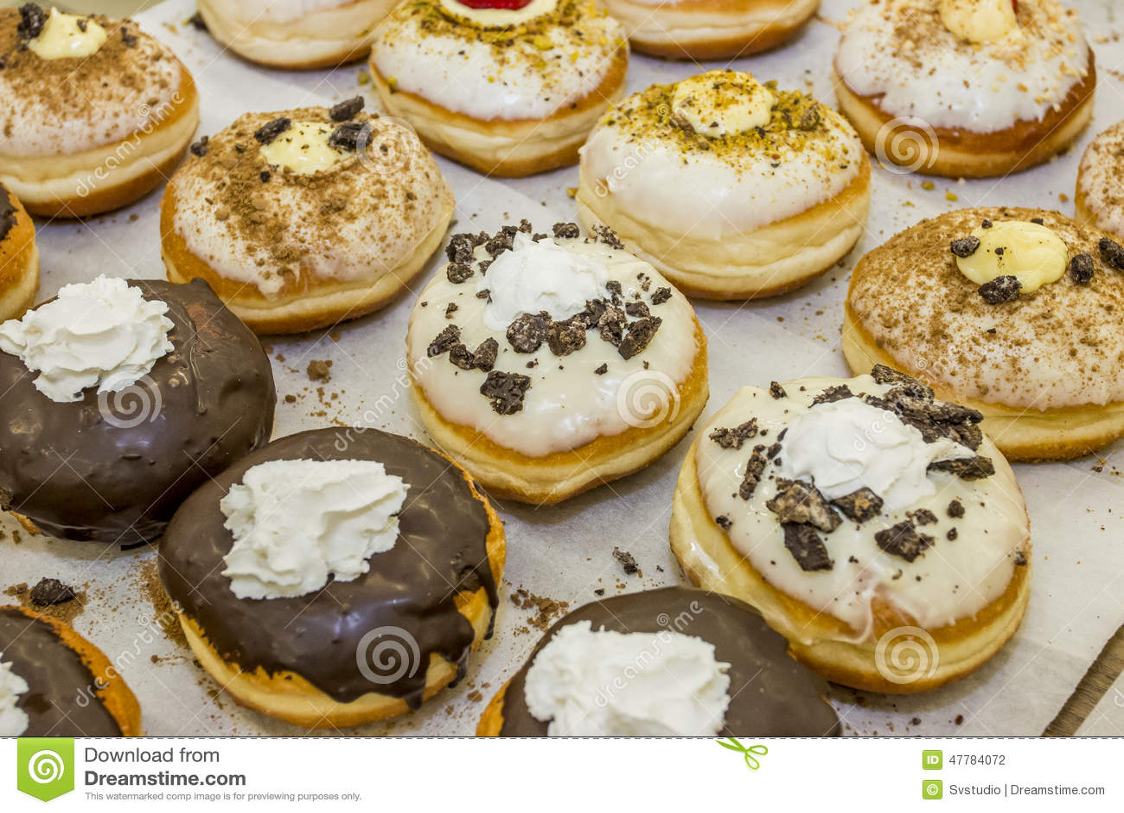 ... doughnuts jewish hanukkah doughnuts recipes dishmaps jewish boy eating
