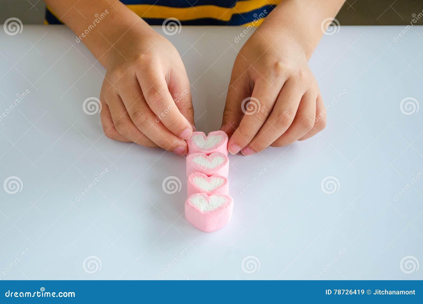 Jellys för barnhandlek på den vita tabellen
