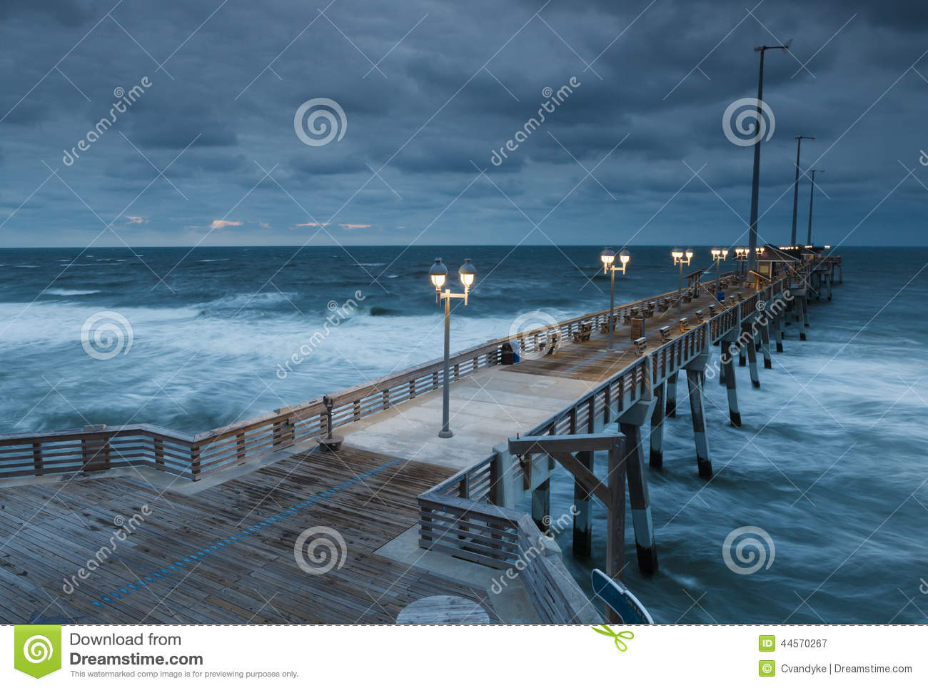 Jennette 39 s fishing pier nags head north carolina stock for Nags head fishing pier