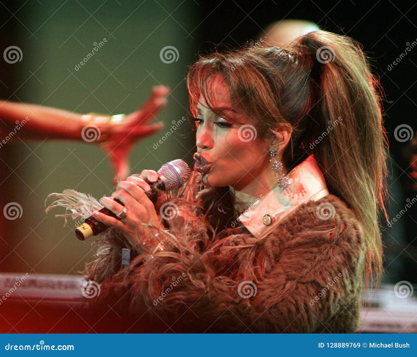 Jennifer Lopez se realiza en concierto