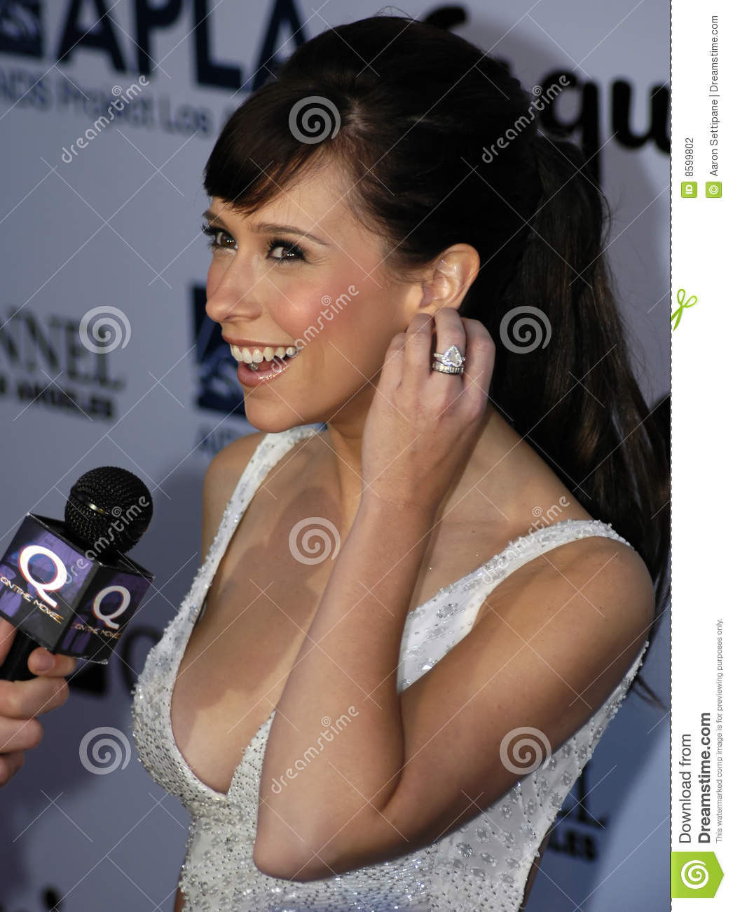 Jennifer Love Hewitt On The Red Carpet Editorial ... Jennifer Aniston And Brad Pitt
