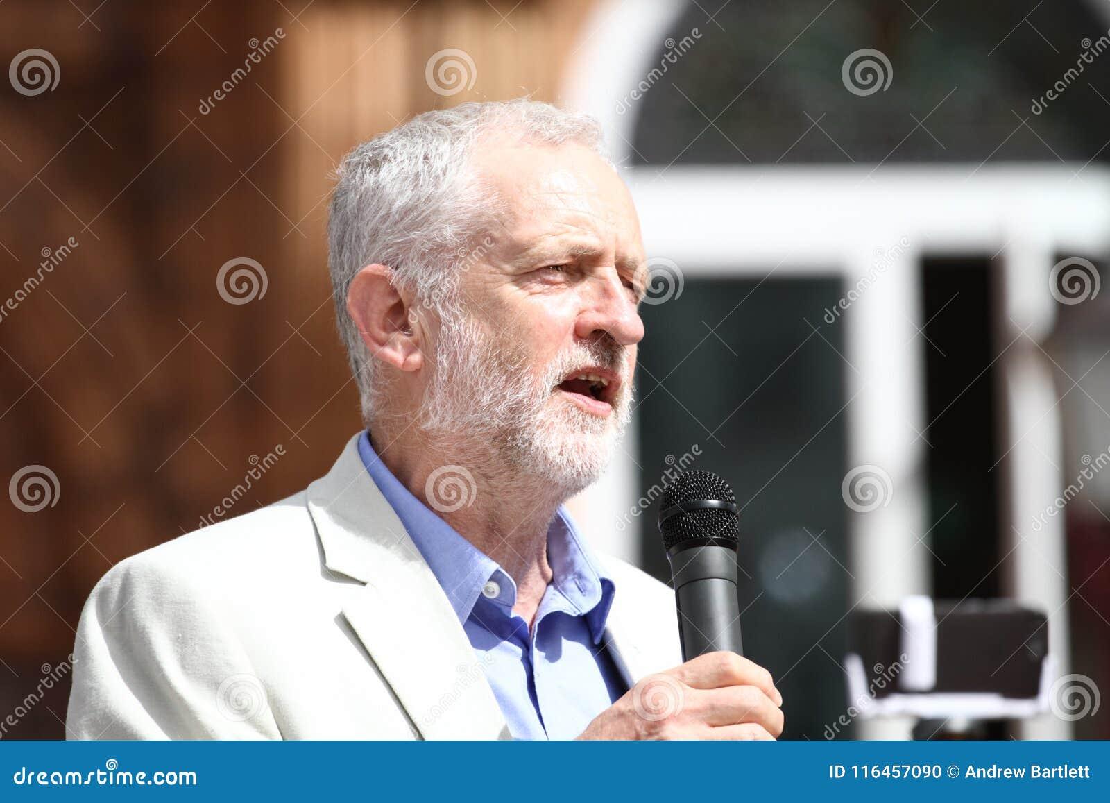 Jeremy Corbyn besucht Redhouse, Merthyr Tydfil, Südwales, Großbritannien