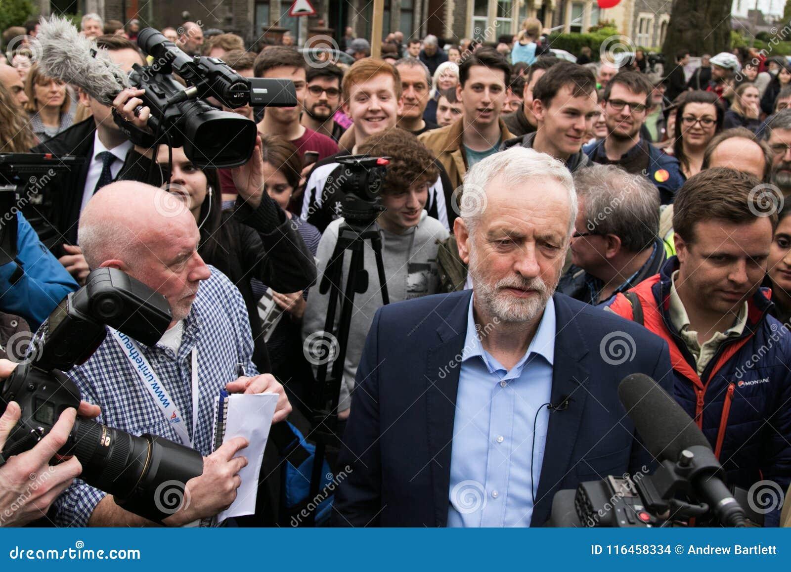 Jeremy Corbyn visita el campo común de Whitchurch, Cardiff, el Sur de Gales, Reino Unido
