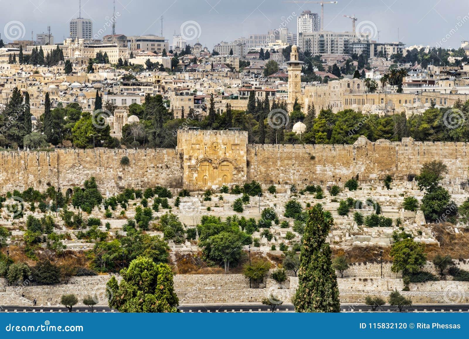 Jerozolima, widok od góry Zion na golden gate, ale oczekuje otwierającym przy wskrzeczającym, jest gęsto kamieniarstwem