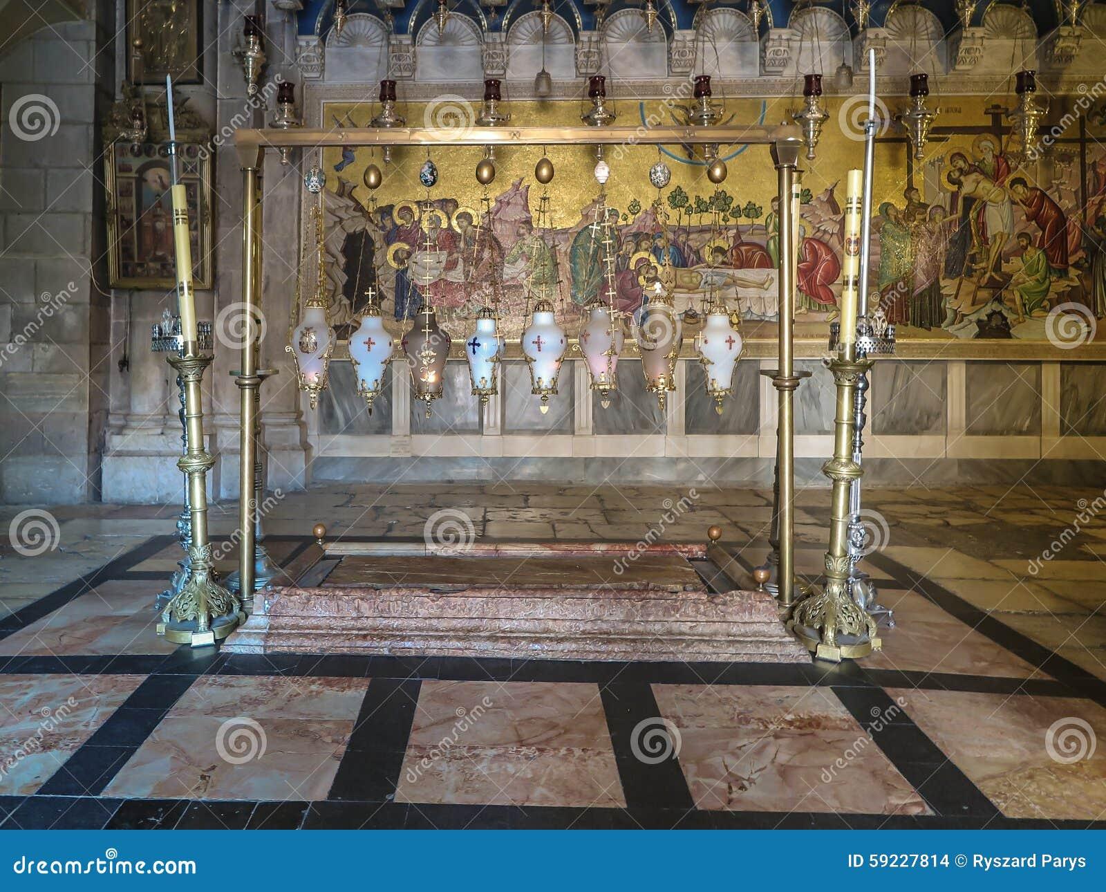 JERUSALÉN - Juli 15: Piedra de untar de Jesús en HOL