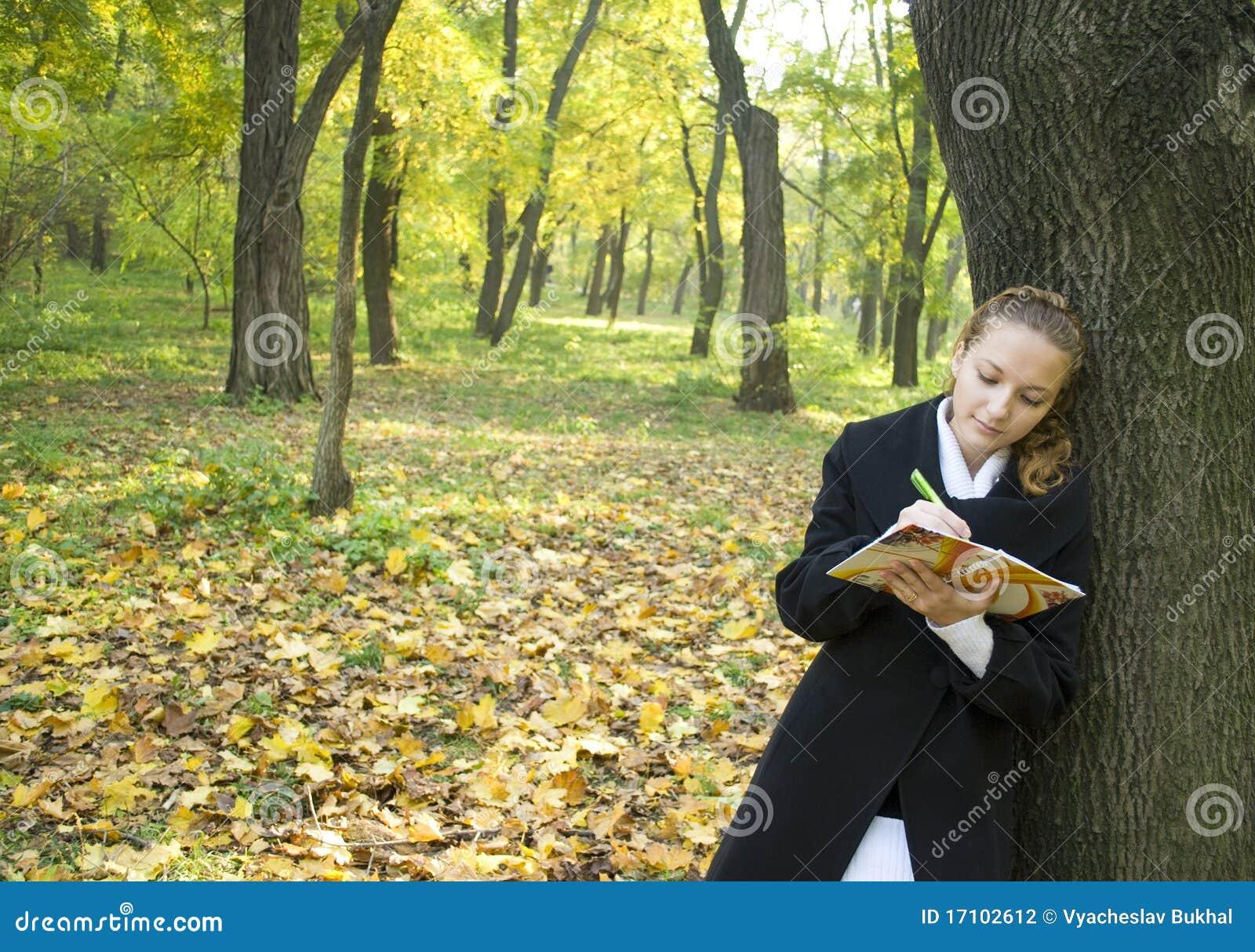 Jesień dziewczyny parka poezja nastoletnia pisze