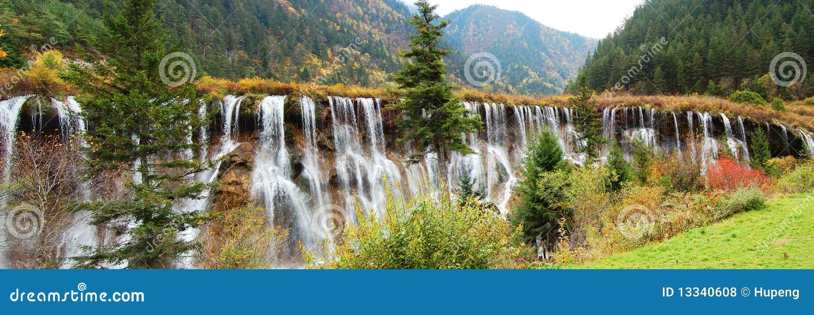 Jesień jiuzhaigou drzewa siklawa
