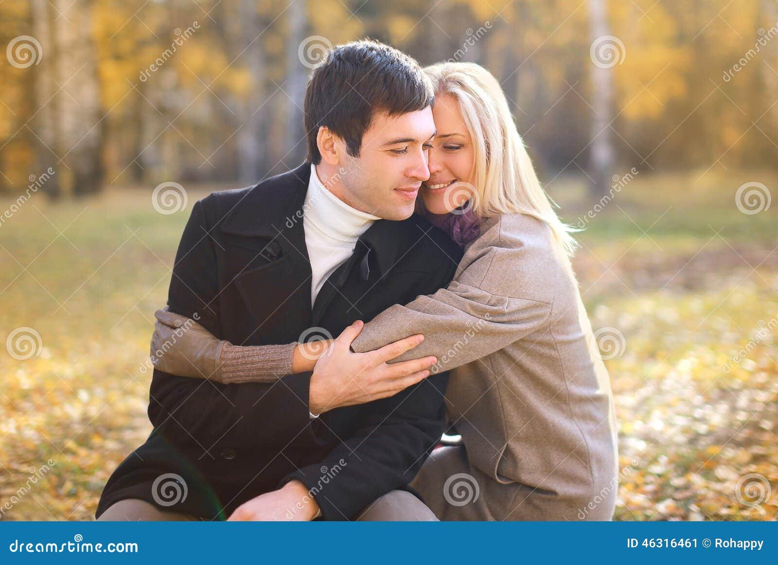 Jesień, miłość, związek i ludzie pojęć, - szczęśliwa para