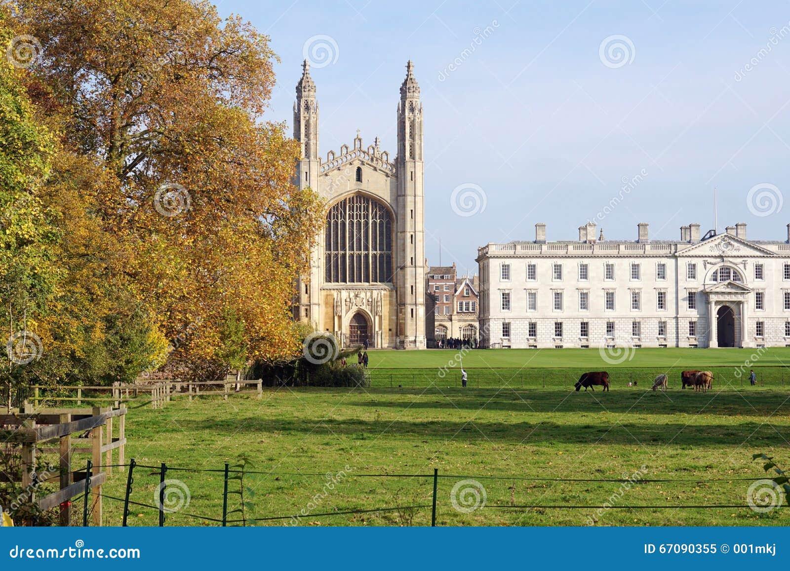 Jesienny widok królewiątko szkoły wyższa kaplica, Cambridge, Anglia