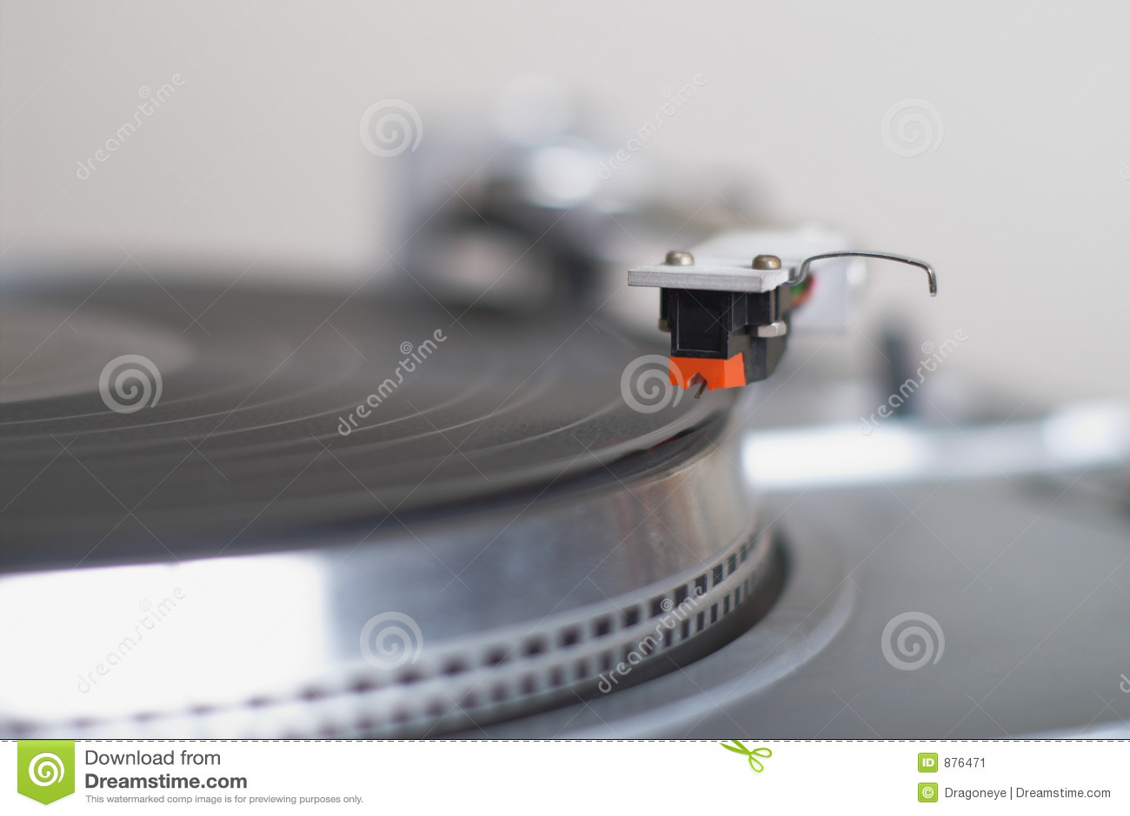 Jest uzbrojony nabojowego dysk sztukę gotową gramofon tonować