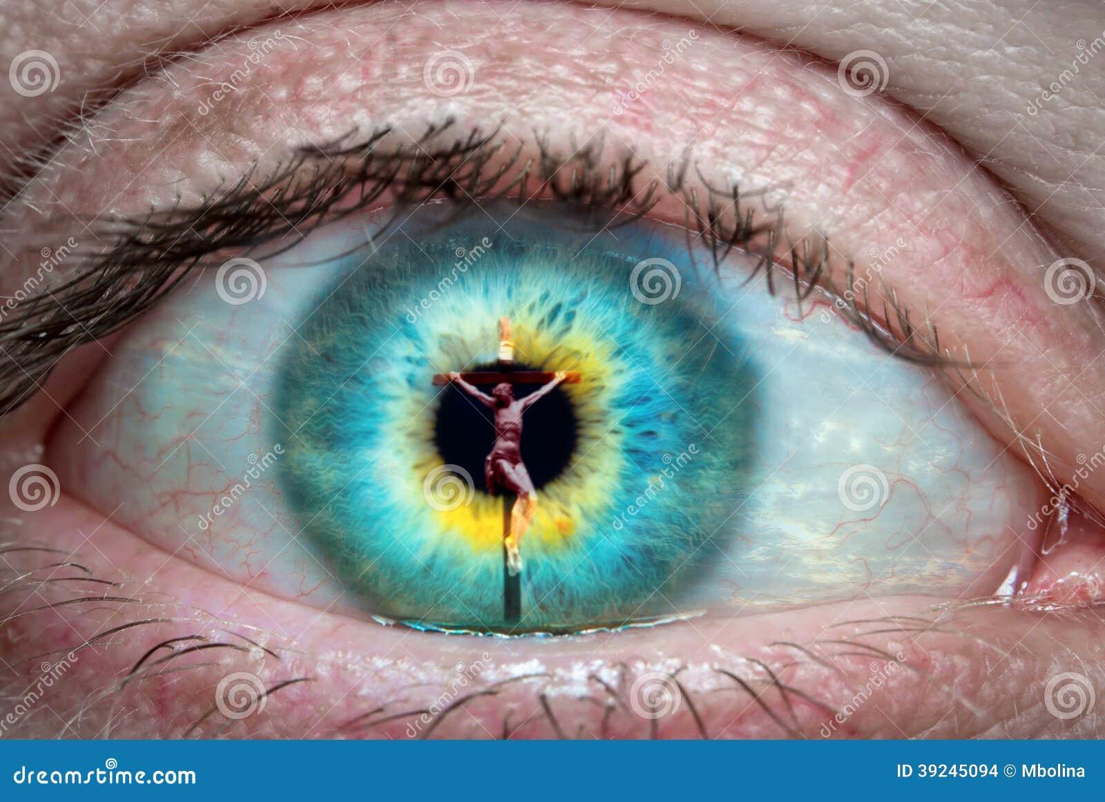 Jesus Christ op het kruis in het oog wordt weerspiegeld dat