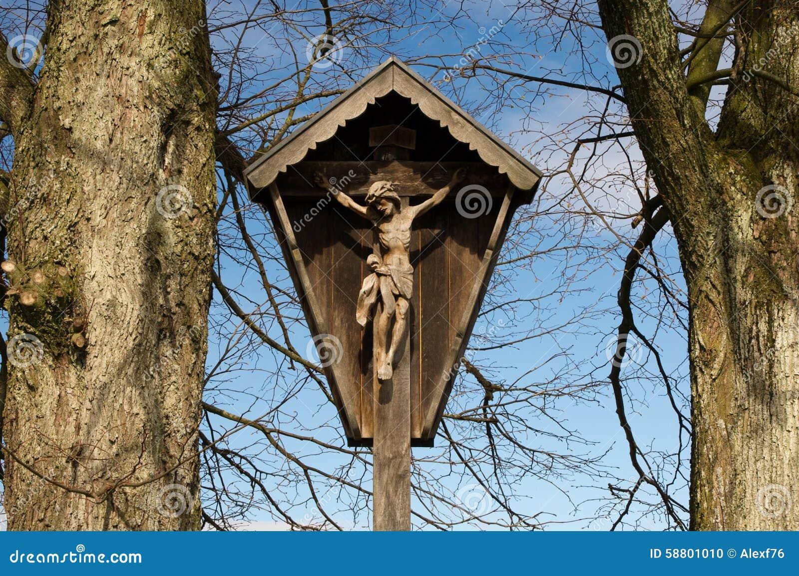 Jesus na cruz na vila