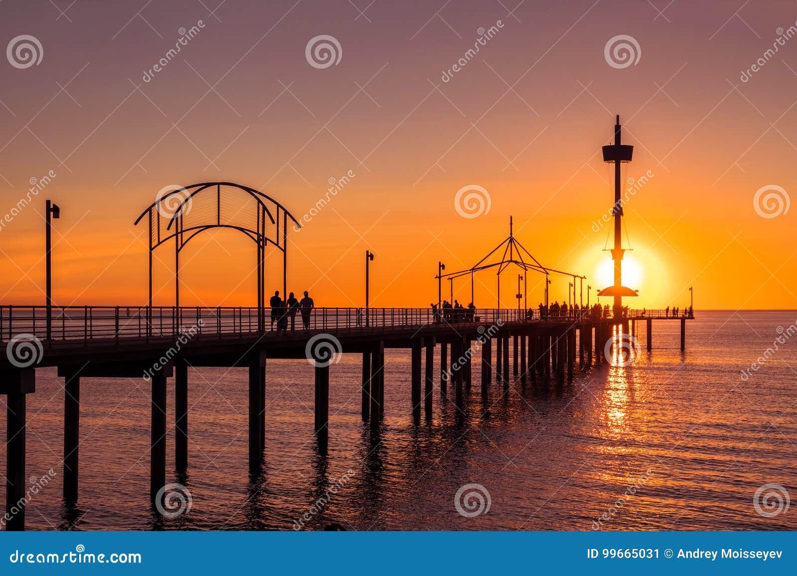 Jetée de Brighton Beach avec des personnes