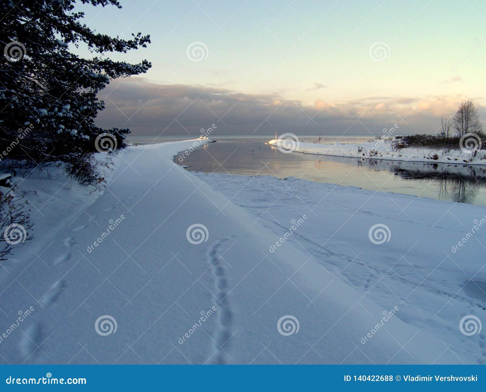 Jetée de mer en hiver