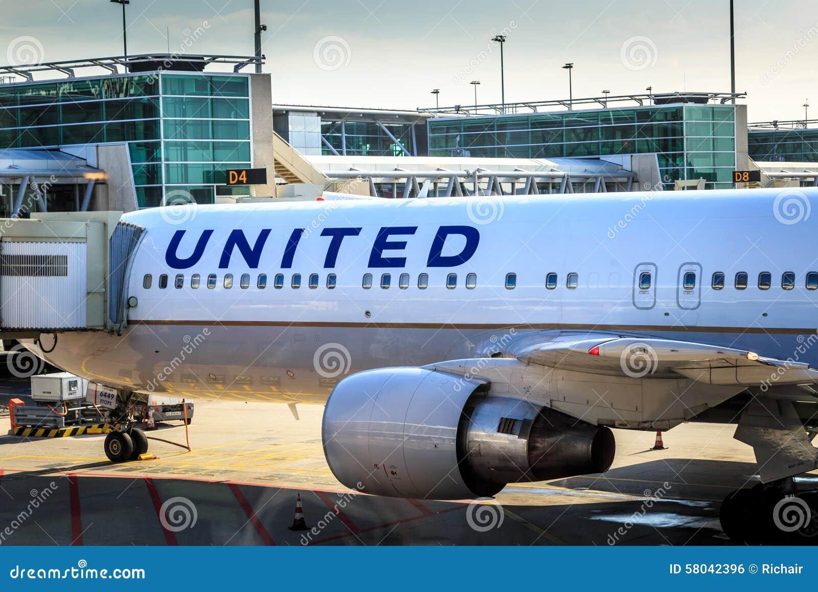Jet d United Airlines à la porte
