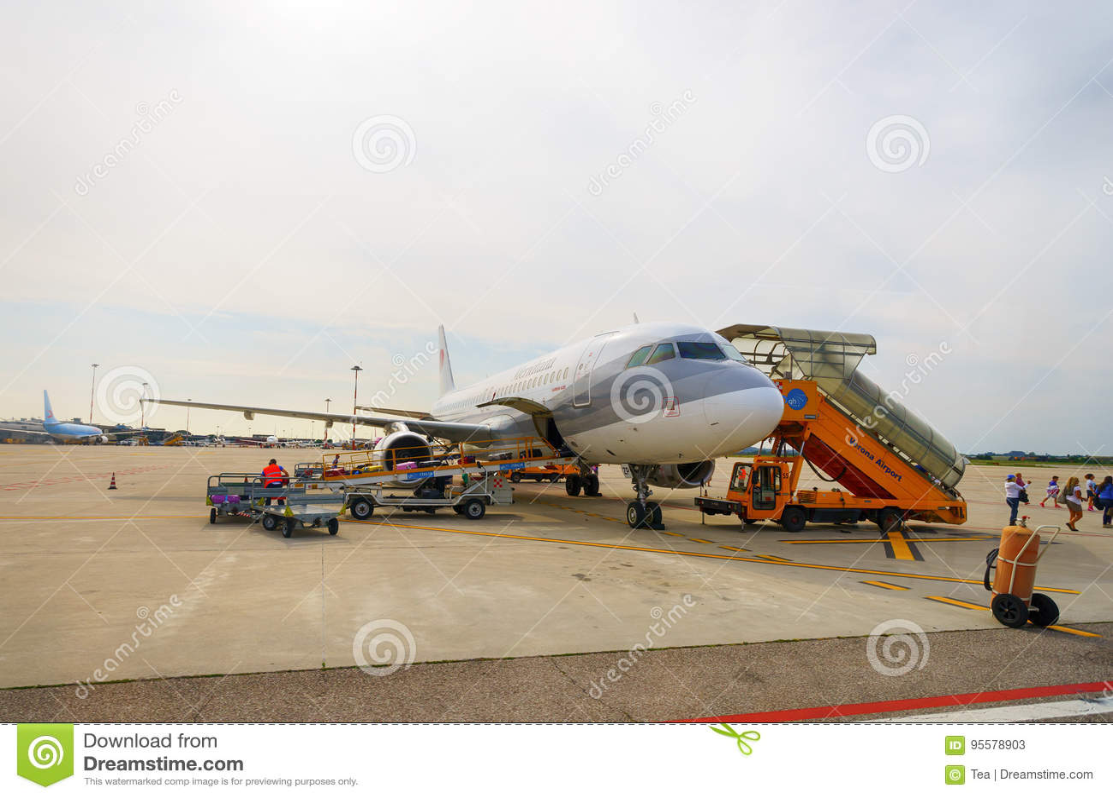 Jet Flight In Verona Airport Editorial Stock Photo - Image ...
