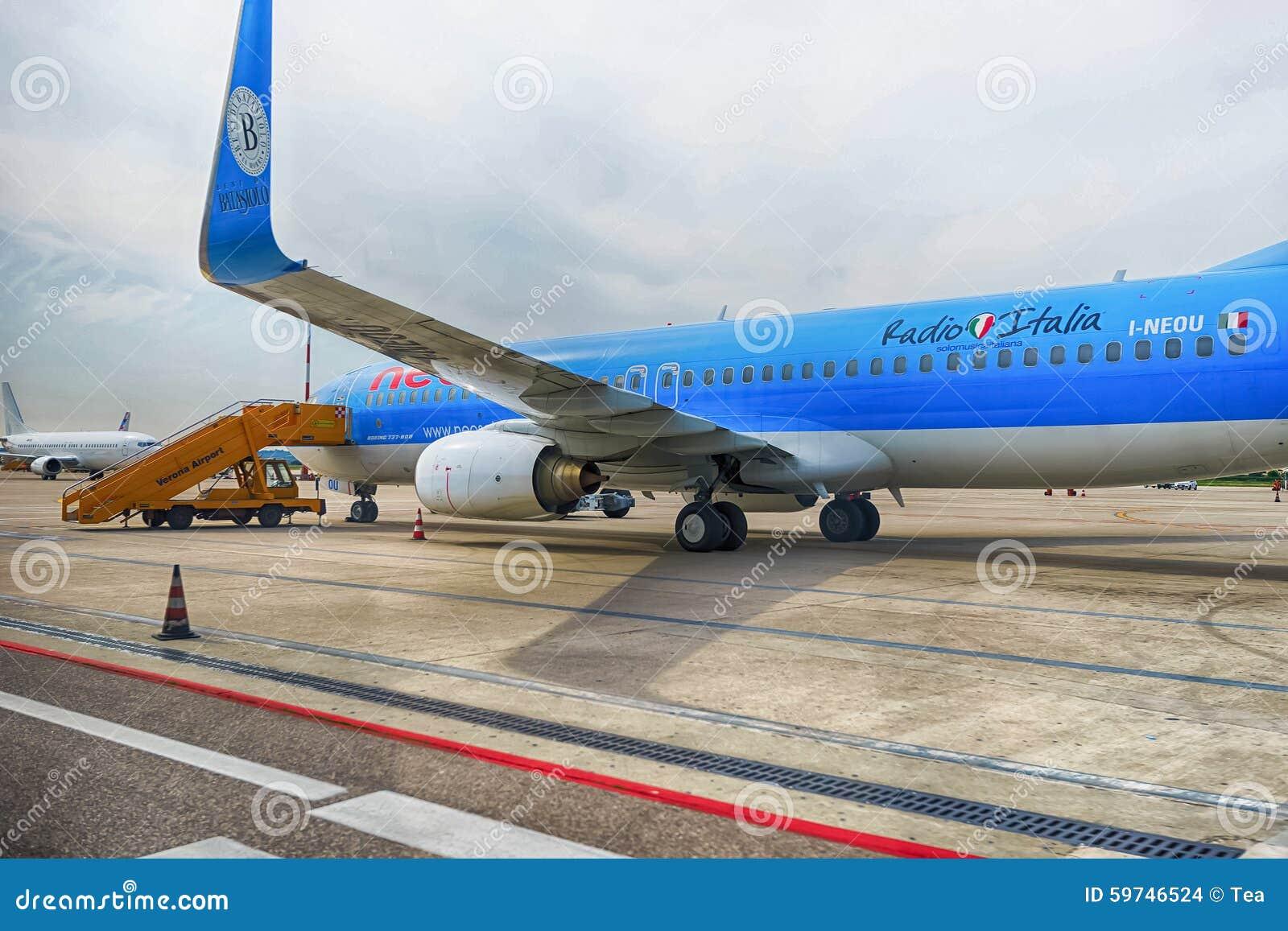 Jet Flight In Verona Airport Editorial Stock Image - Image ...