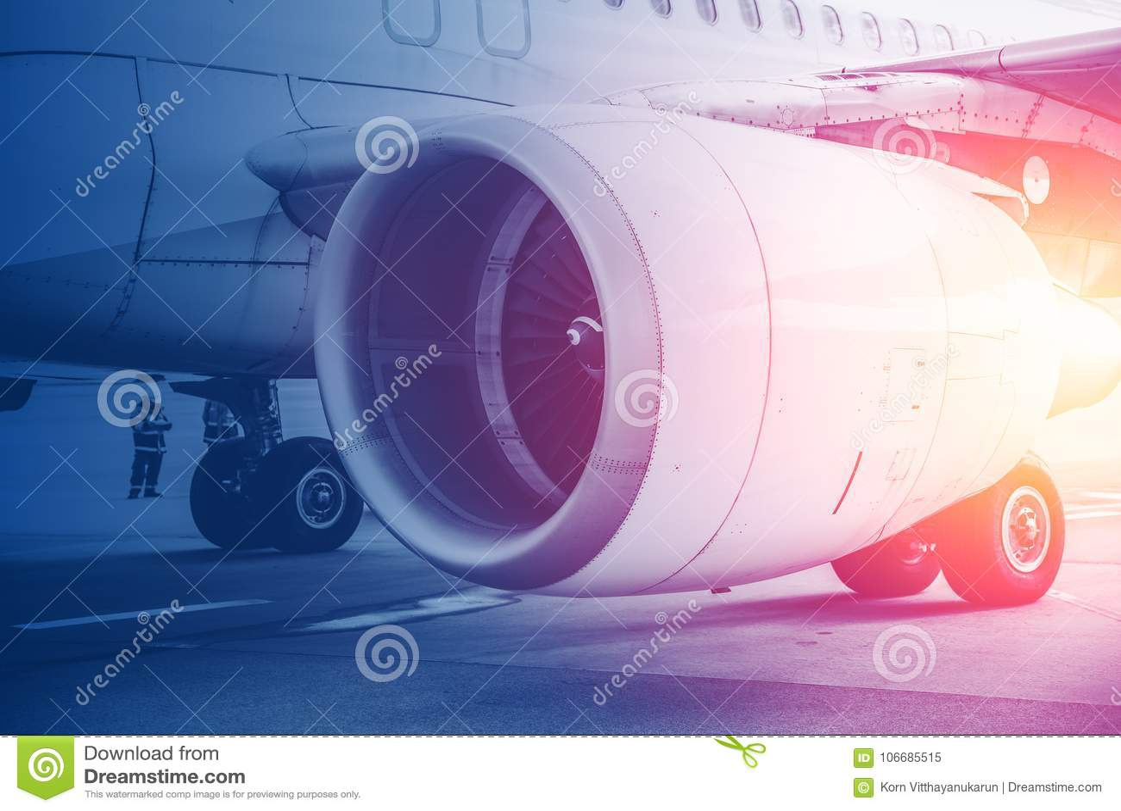 Jet-Turbinentriebwerk Flug für Zukunft von Luftfahrt im Verkehrsflugzeughintergrund