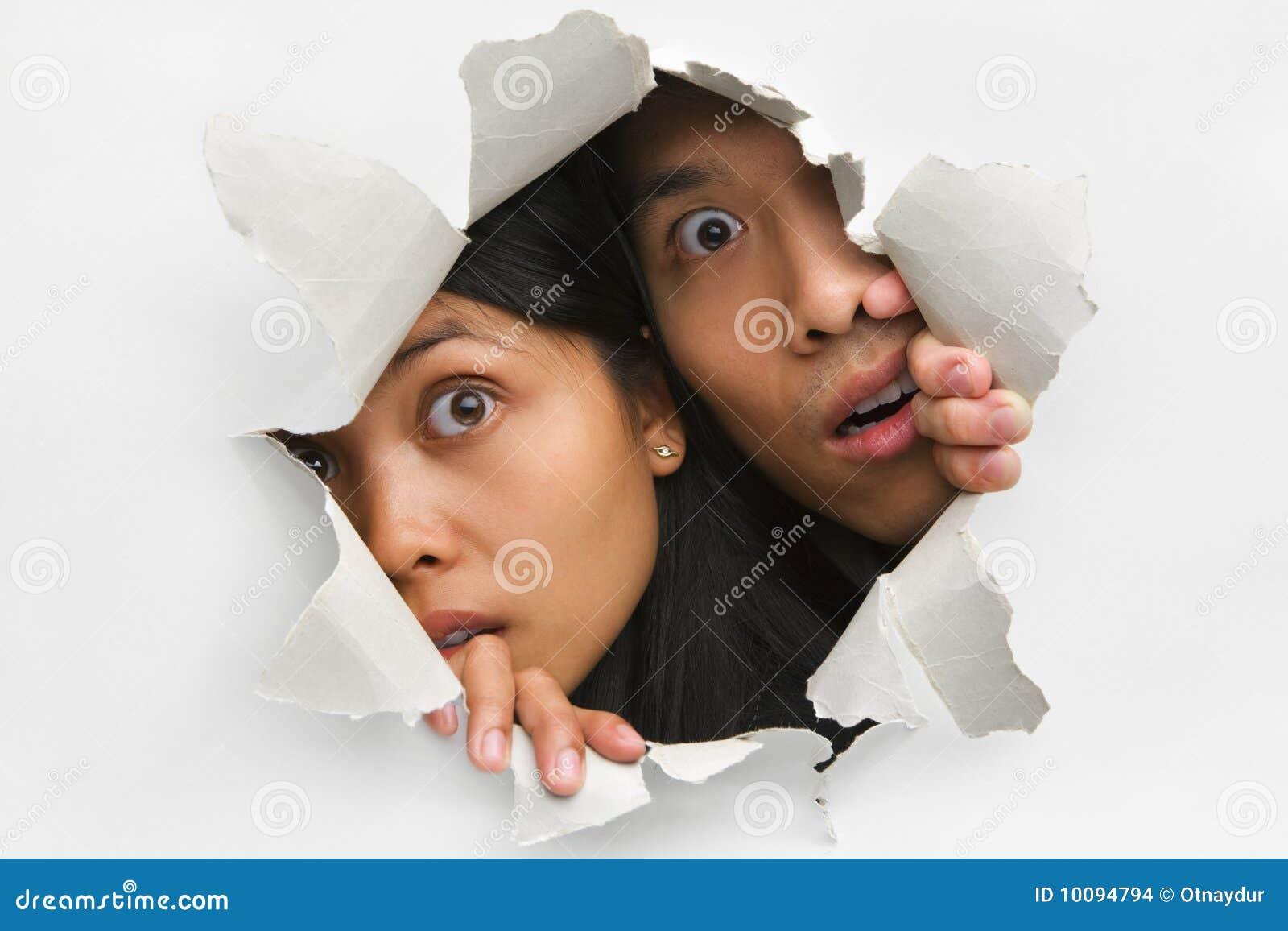 Jeter un coup d 39 oeil du trou dans le mur images stock image 10094794 - Telemoustique coup d oeil ...