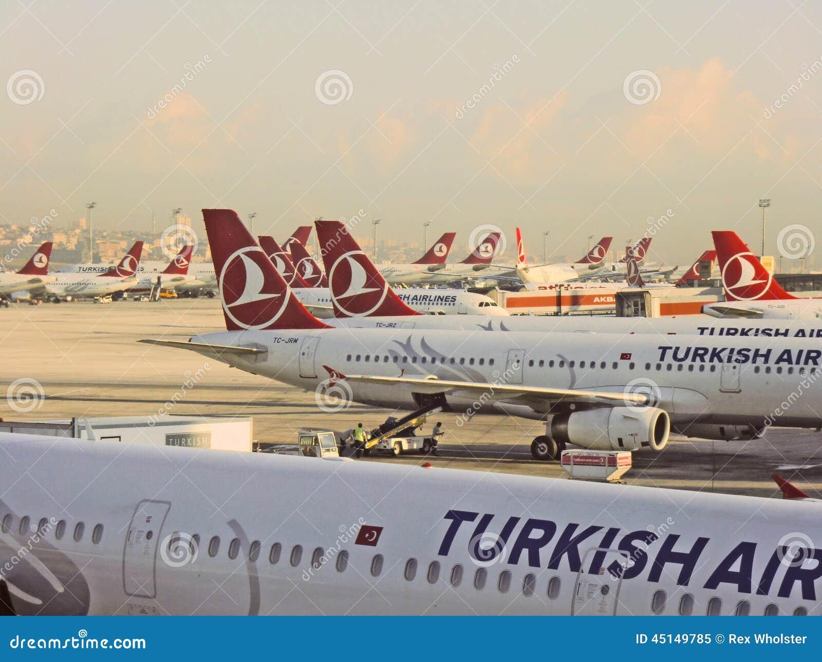 Jets de Turkish Airlines en el aeropuerto de Estambul