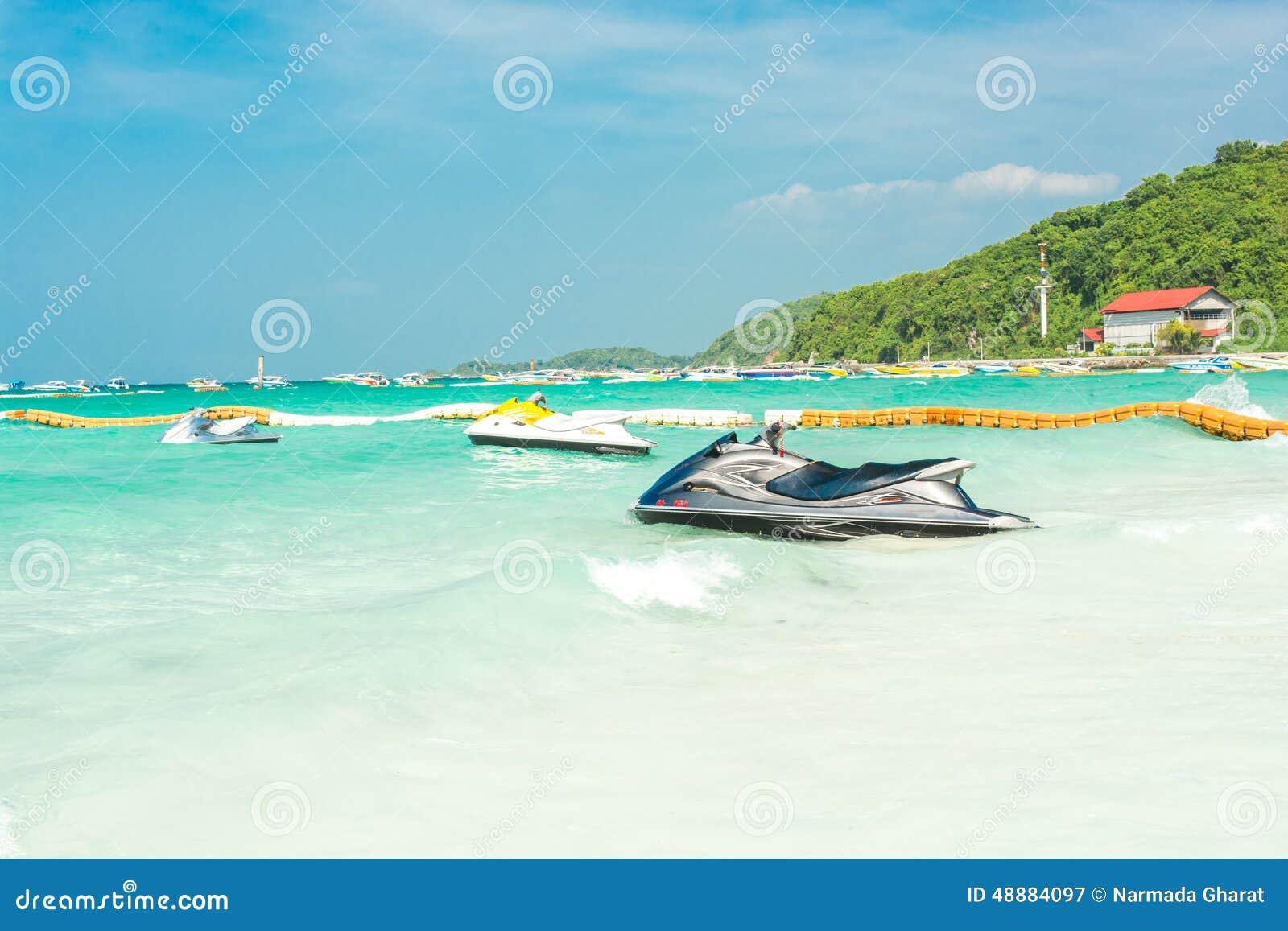 Jetski на пляже