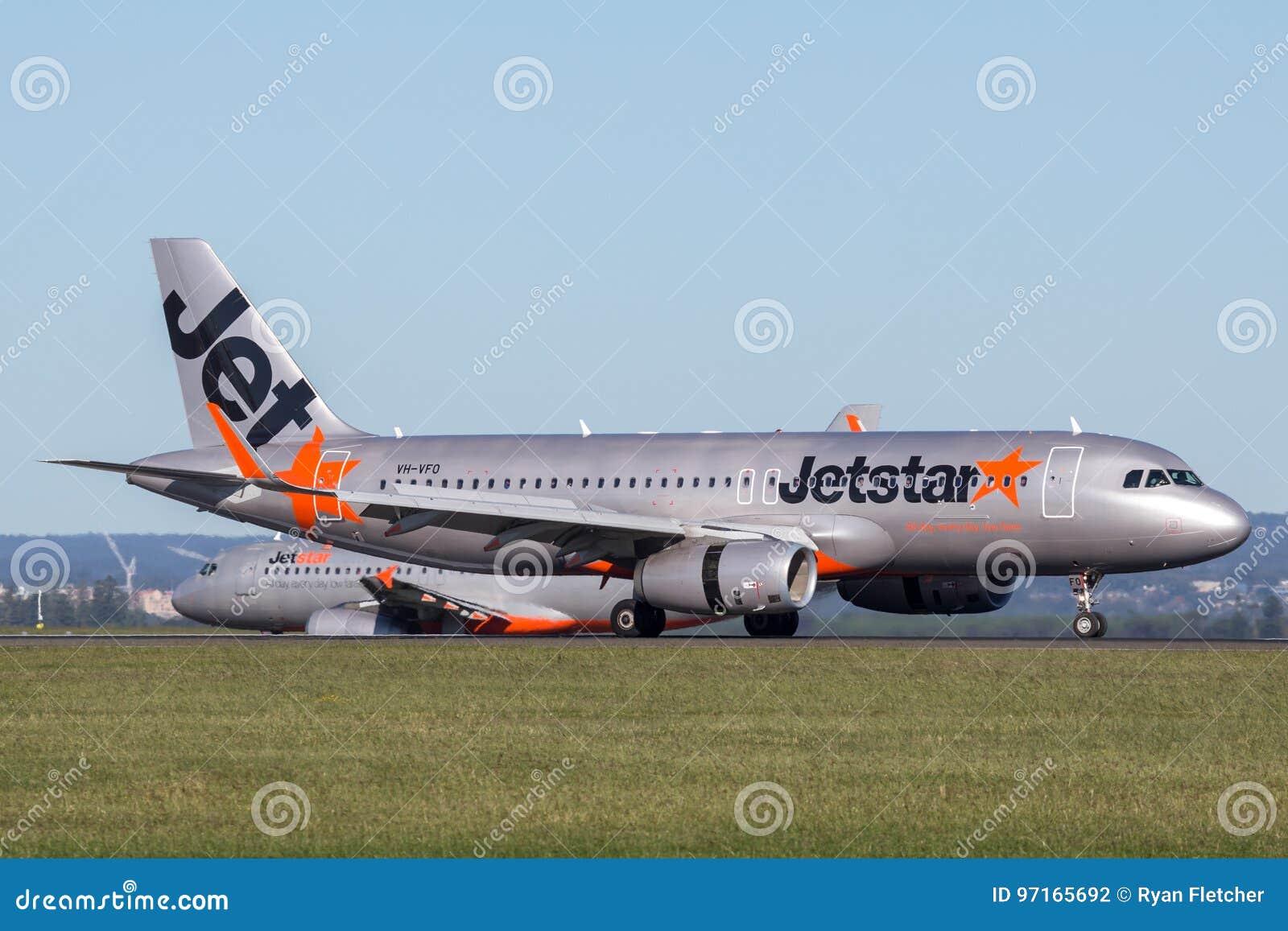 Jetstar Airways Airbus A320 airliner landing at Sydney Airport.