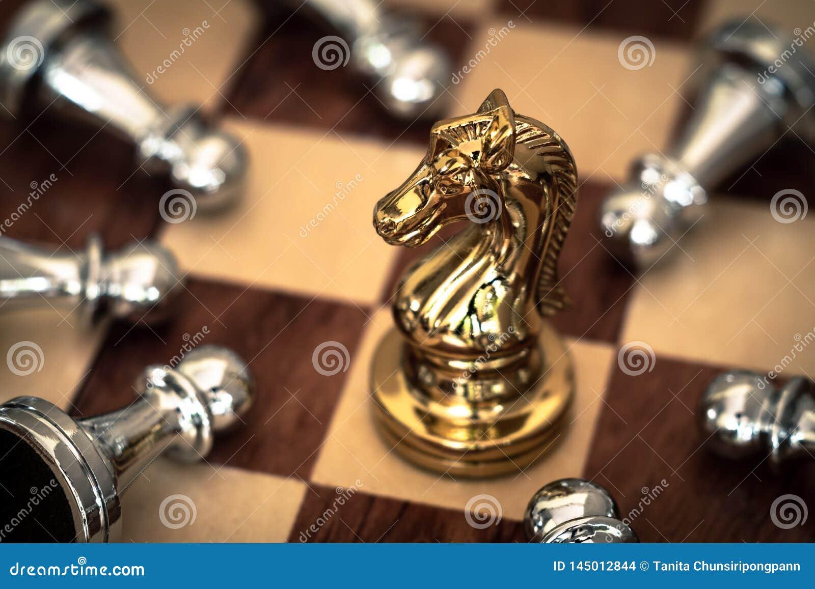 Jeu d ?checs Un chevalier prend à des bas tous les ennemis Concept concurrentiel d affaires