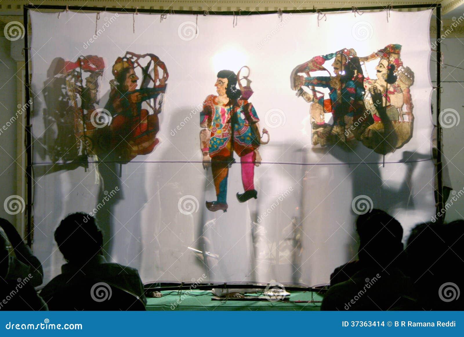 Jeu d ombre de spectacle de marionnettes dans l Inde