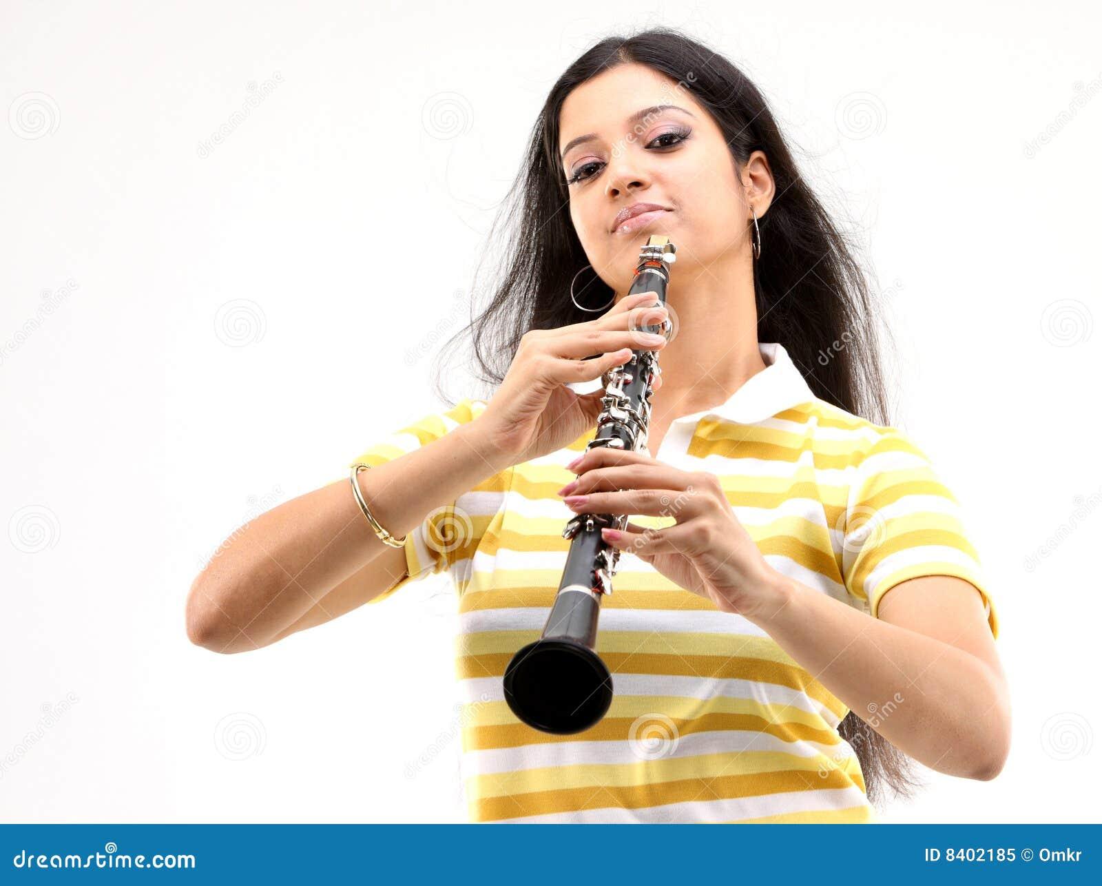 Jeu de fille de clarinet d adolescent