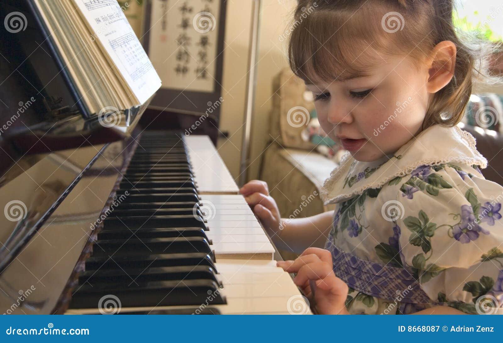 Jeu de piano de fille