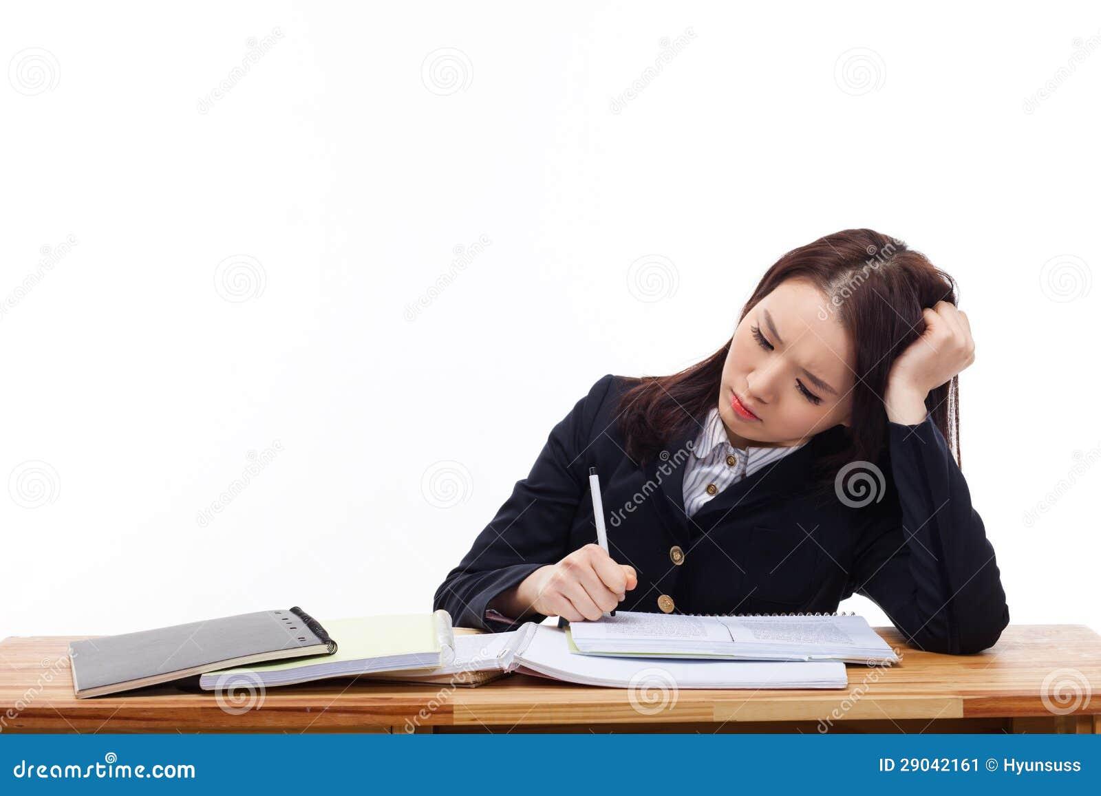 jeune tudiant asiatique ayant l 39 ennui sur le bureau image stock image 29042161. Black Bedroom Furniture Sets. Home Design Ideas