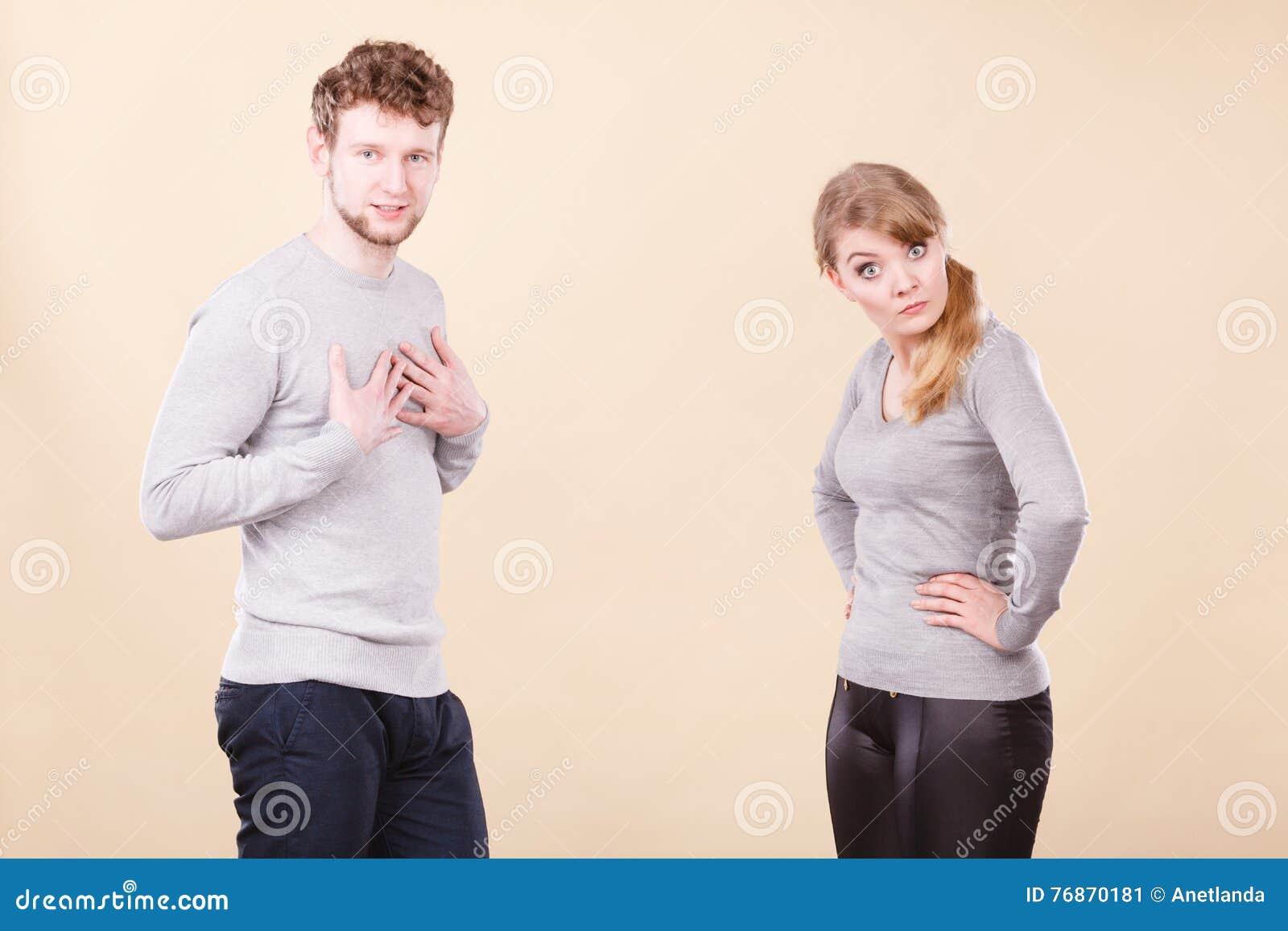 Jeune argumentation émotive de couples