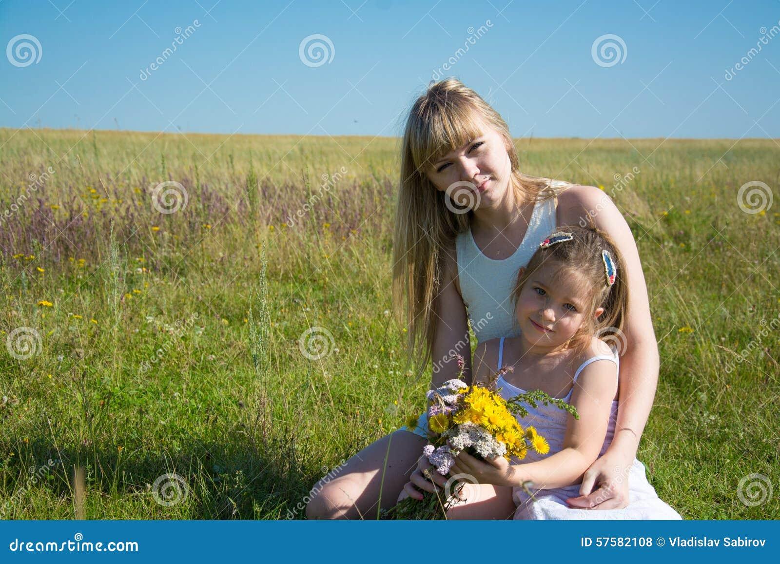 Belles jeunes femmes ukrainiennes
