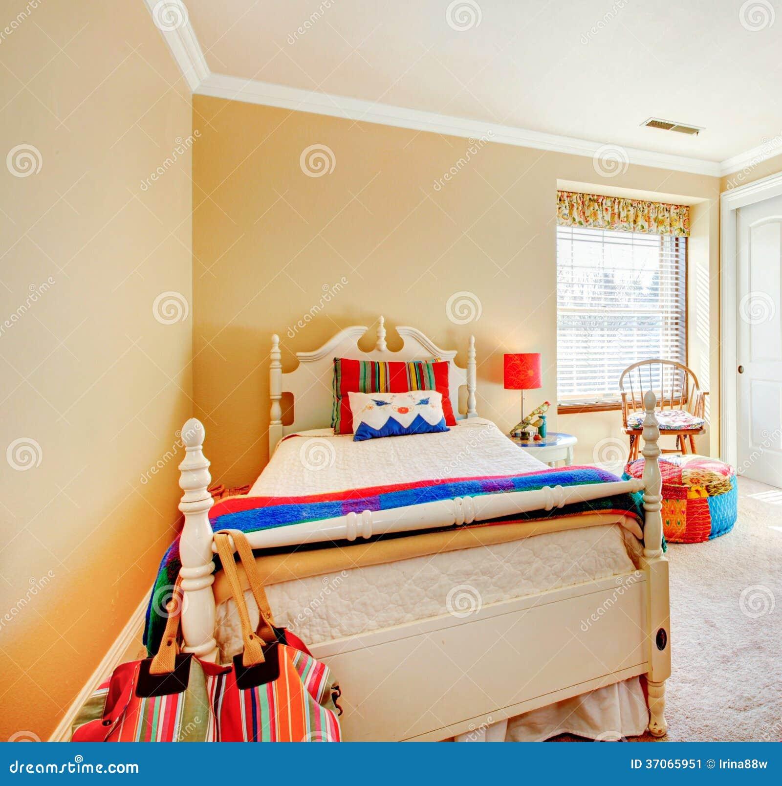 Chambre De Jeune Adulte jeune chambre à coucher adulte confortable image stock