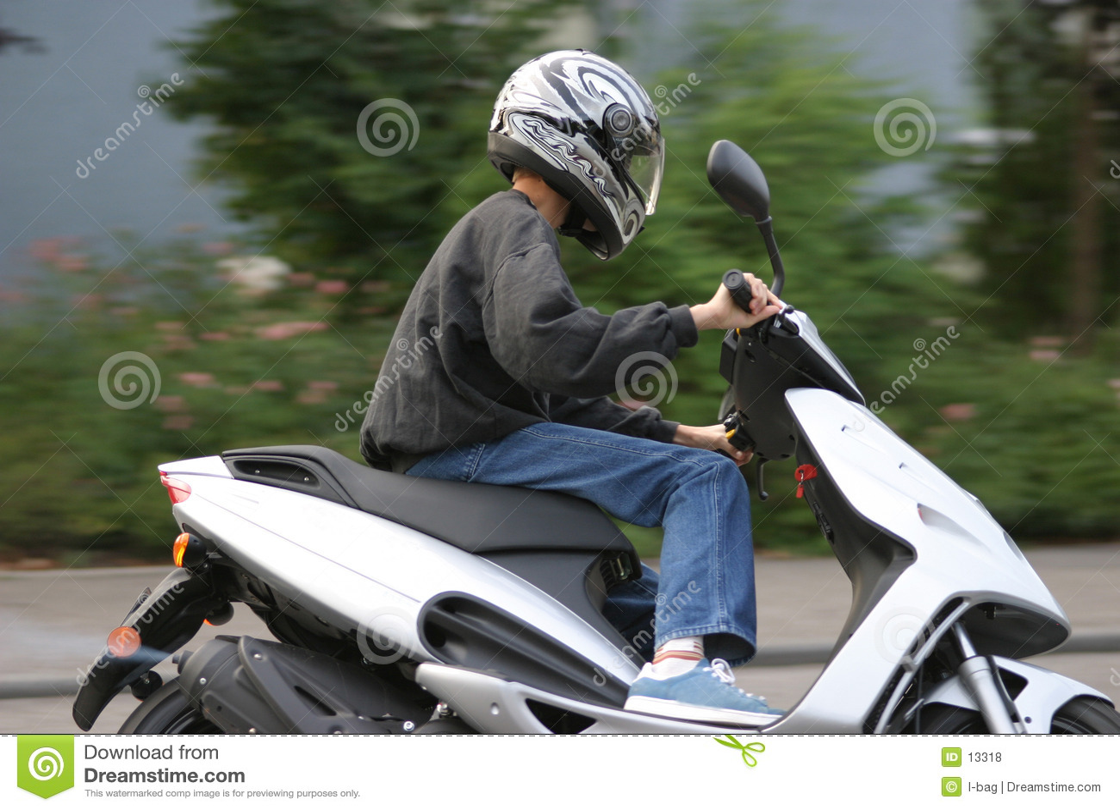 Jeune cycliste mâle