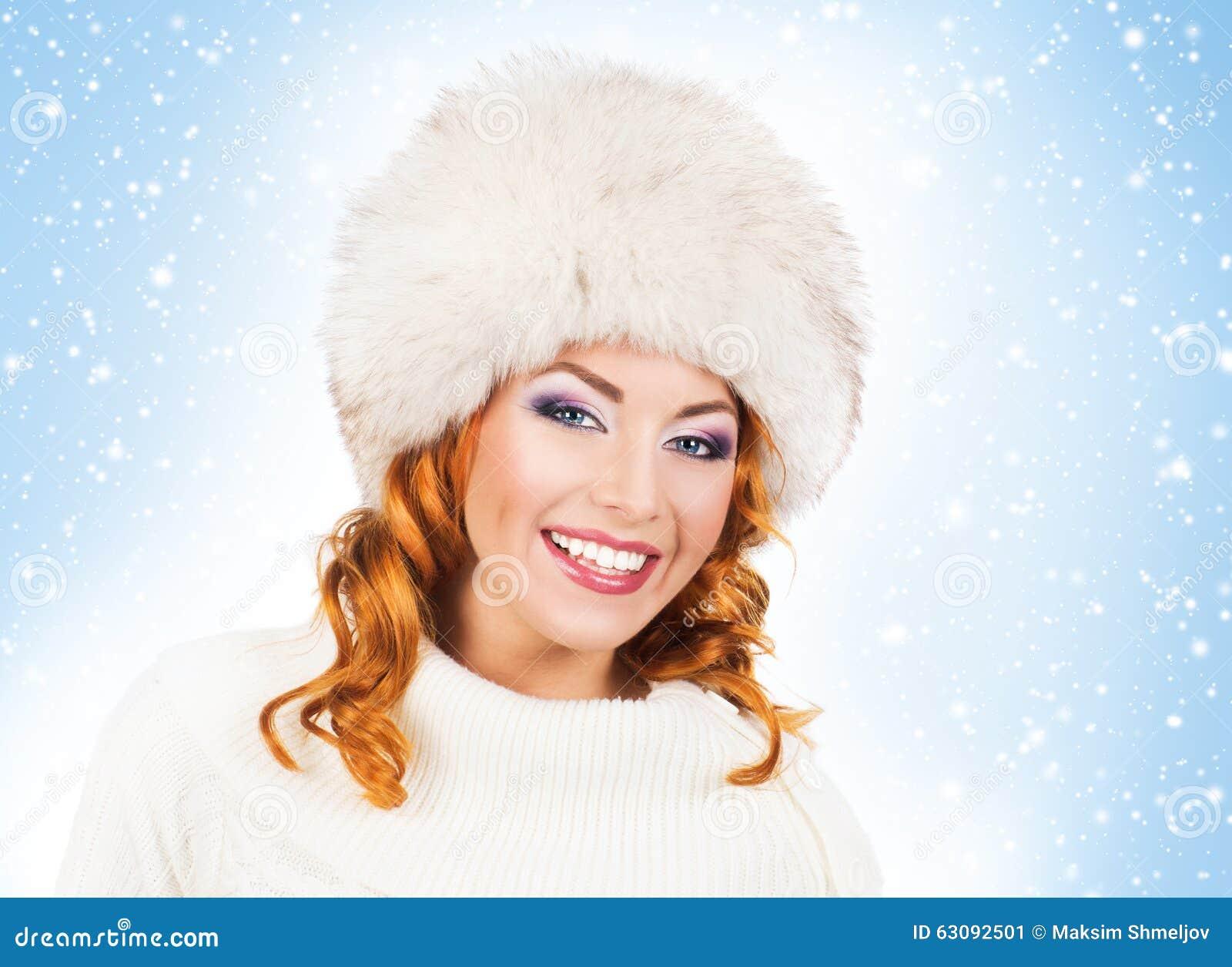 Download Jeune Et Belle Femme Dans Un Chapeau Traditionnel D'hiver Image stock - Image du vacances, beau: 63092501