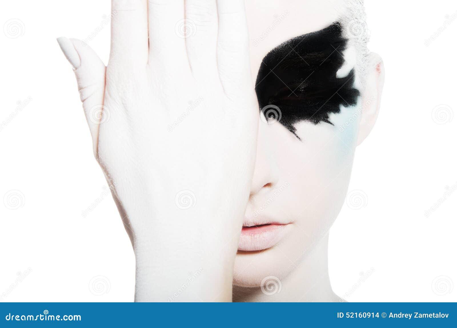 jeune femme avec l 39 art noir et blanc de visage photo stock image 52160914. Black Bedroom Furniture Sets. Home Design Ideas