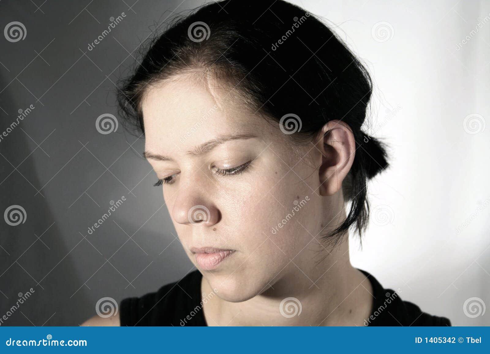 Jeune femme avec la cicatrice
