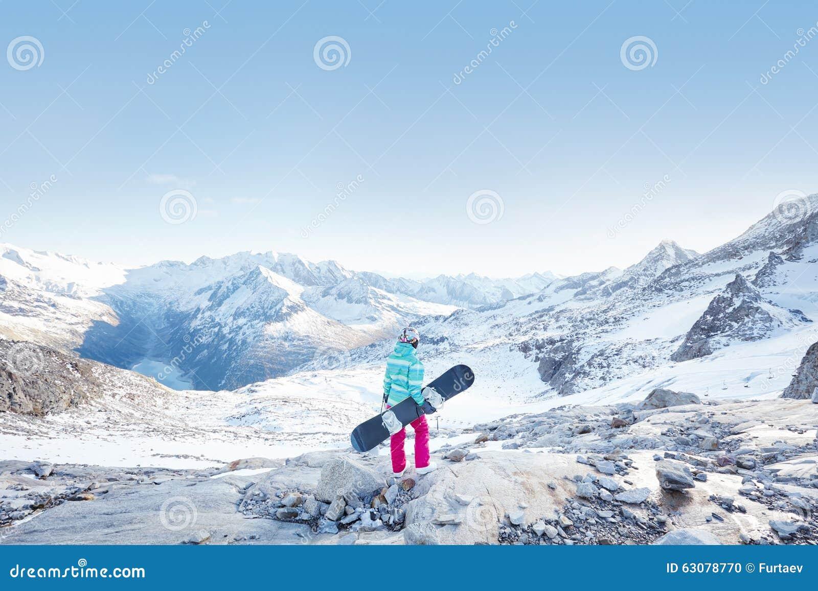 Download Jeune Femme Avec Le Snowboard Photo stock - Image du descente, panneau: 63078770