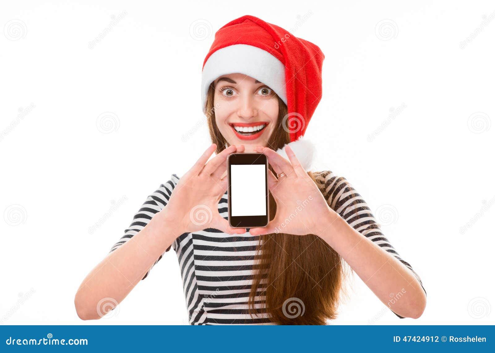 Jeune femme avec le téléphone portable sur Noël