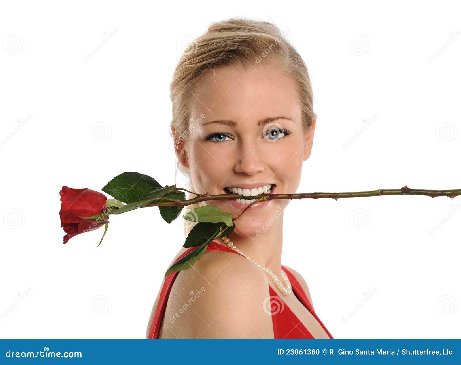 Jeune femme avec rose dans la bouche photo stock image 23061380 - La femme a la bouche fendue ...