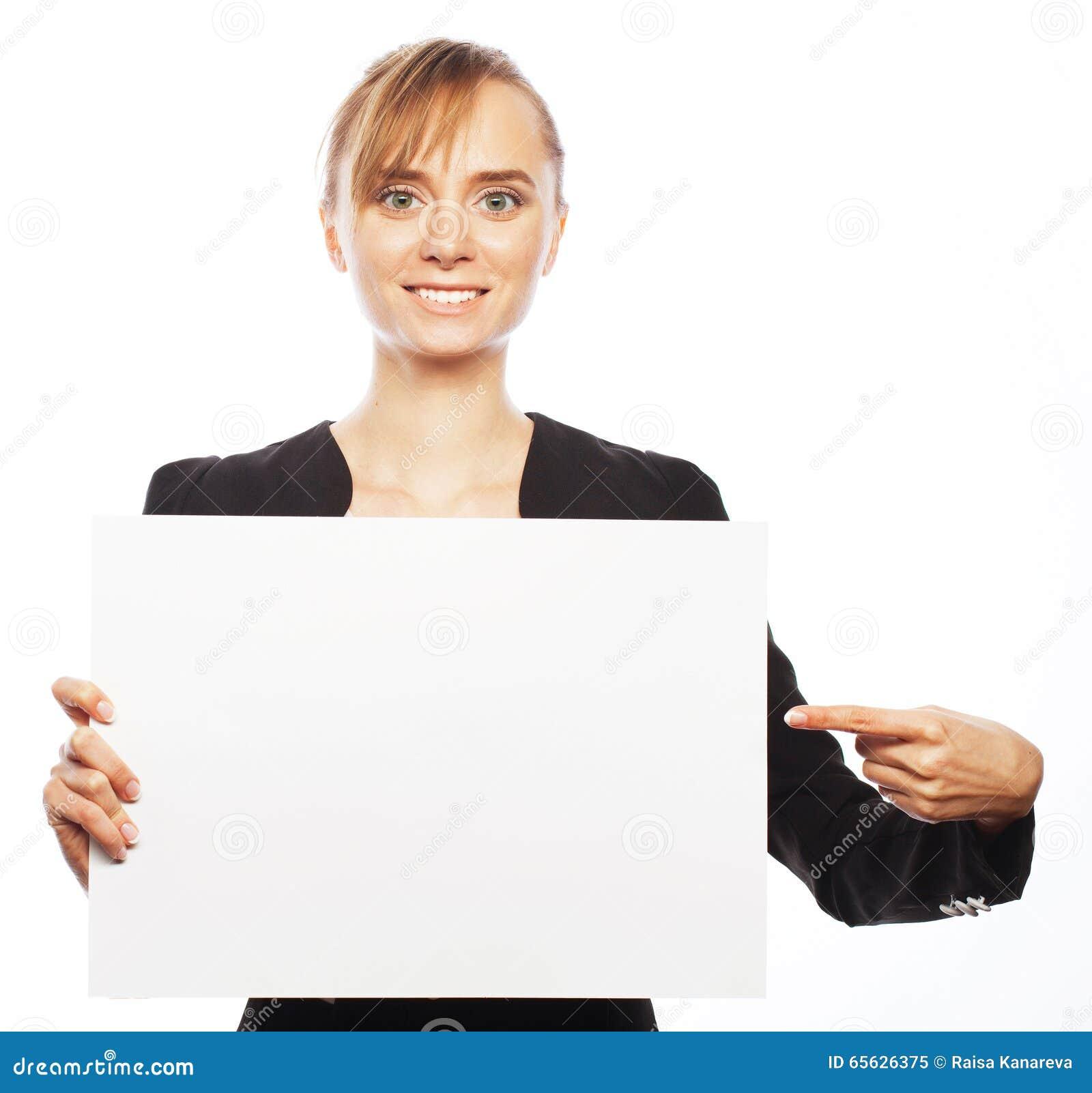 Jeune femme d affaires affichant le panneau indicateur blanc