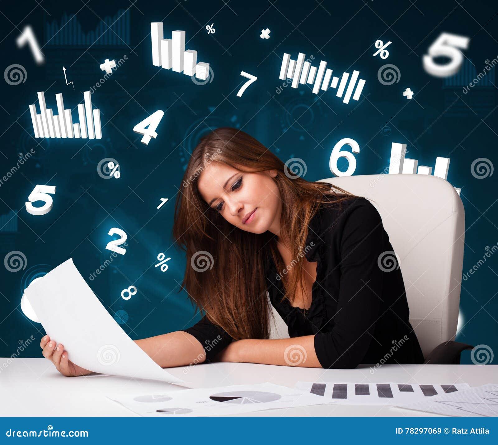 Jeune femme d affaires s asseyant au bureau avec des tableaux et des statistiques