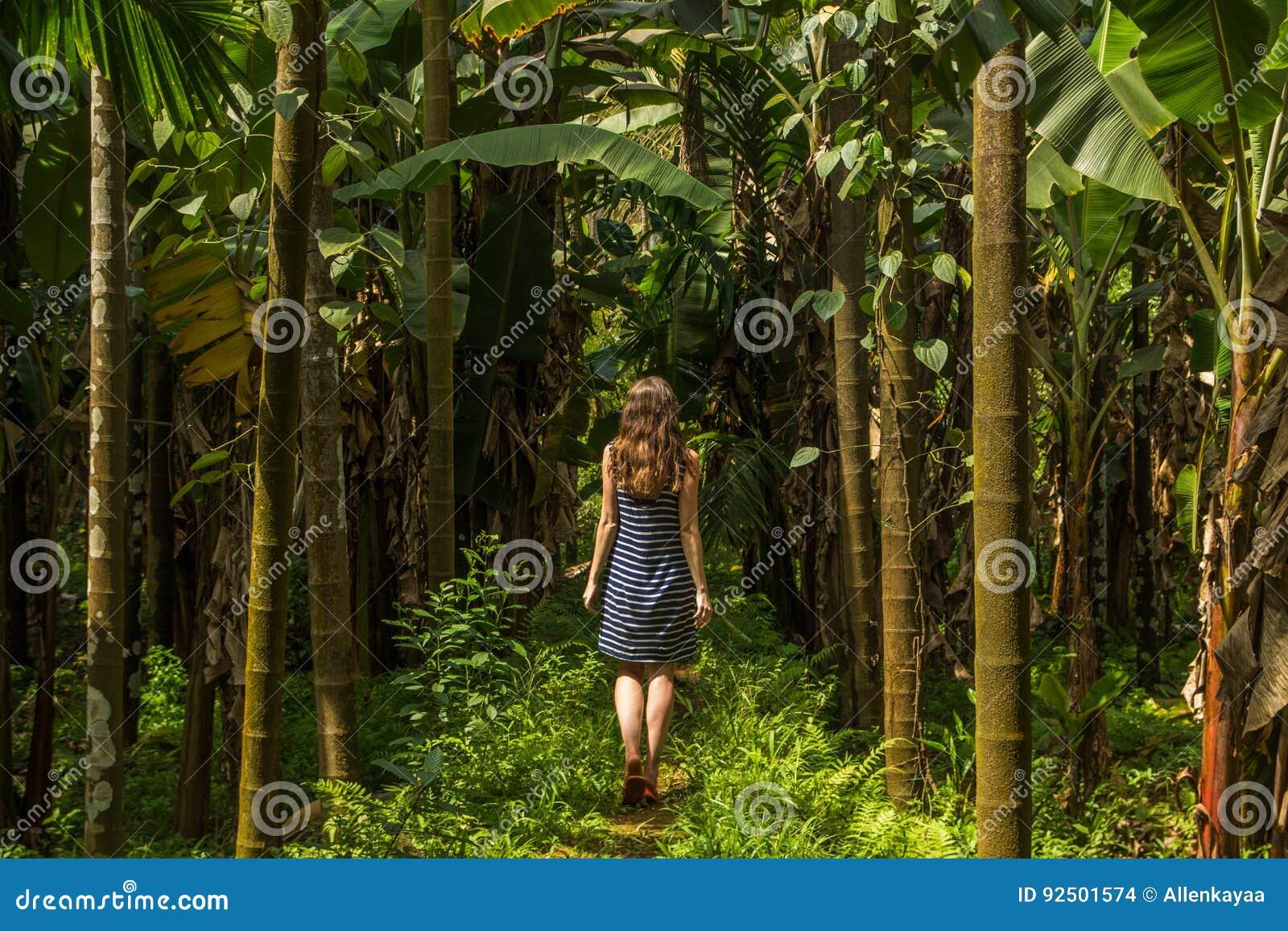 """Résultat de recherche d'images pour """"photo de femme dans la jungle"""""""