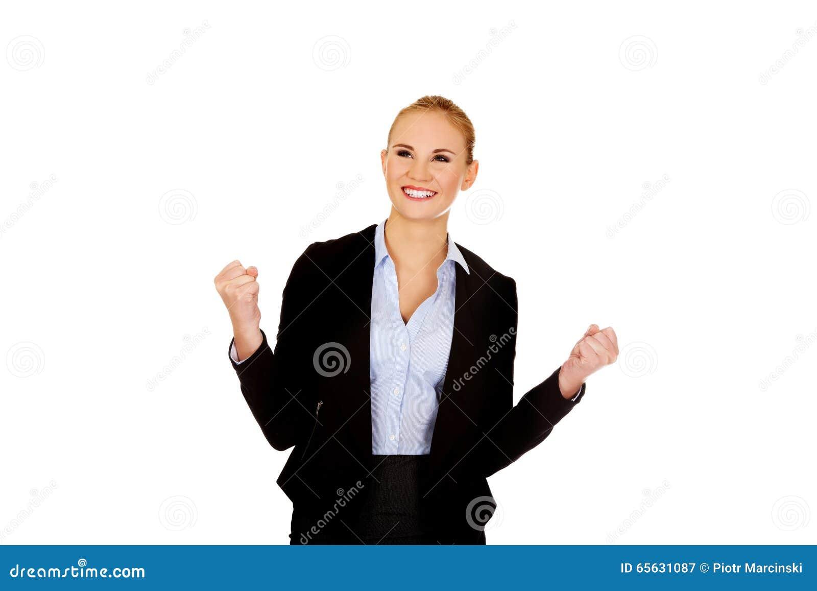 Jeune femme heureuse d affaires avec des bras