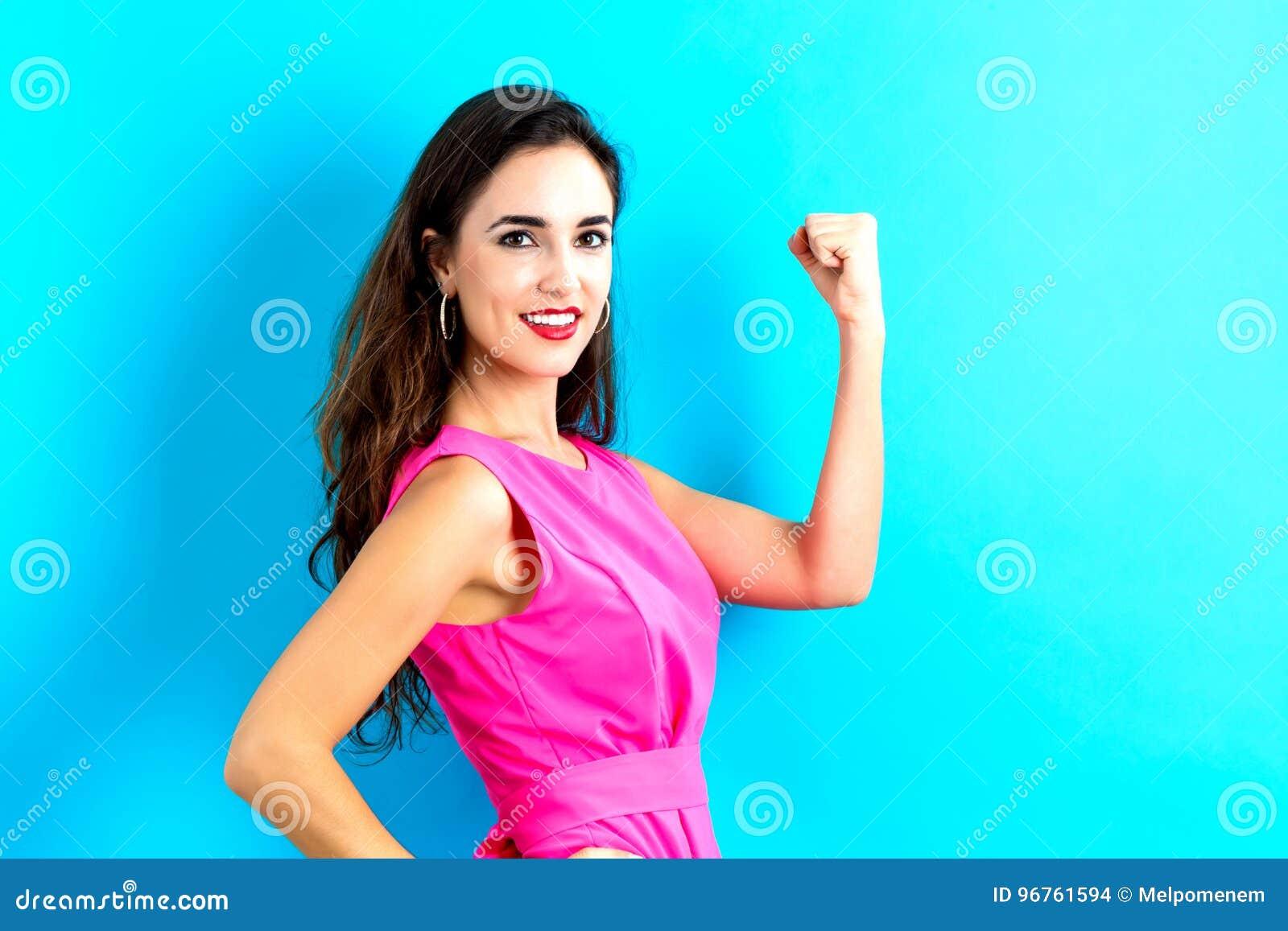 Jeune femme puissante